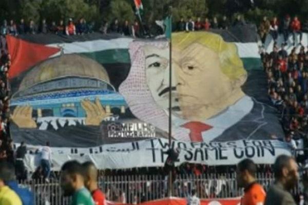 الجزائر تحقق في رفع يافطة ضد السعودية أثناء مباراة لكرة القدم