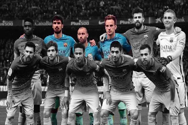 هذه المباراة هي الأولى لنادي برشلونة التي يلعب فيها بخط وسط خال من لاعبي مدرسة