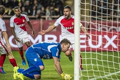 موناكو للاقتراب خطوة إضافية من لقبه الأول منذ 2000