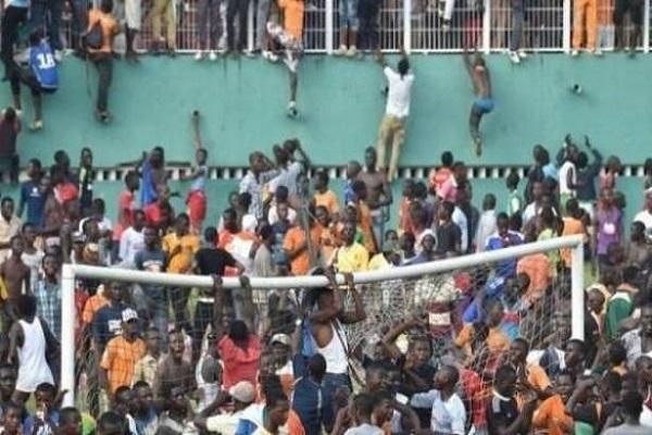 اتهام الشرطة بالتسبب بالتدافع الذي أودى بحياة 17 شخصا في أنغولا