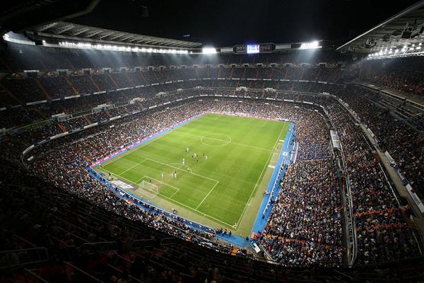 ألافيس يُخالف برشلونة ويطلب ملعباً غير
