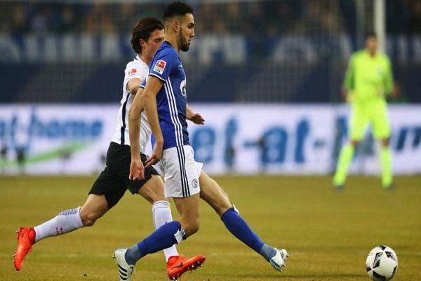 شالكه يبتعد عن منطقة الخطر في الدوري الألماني
