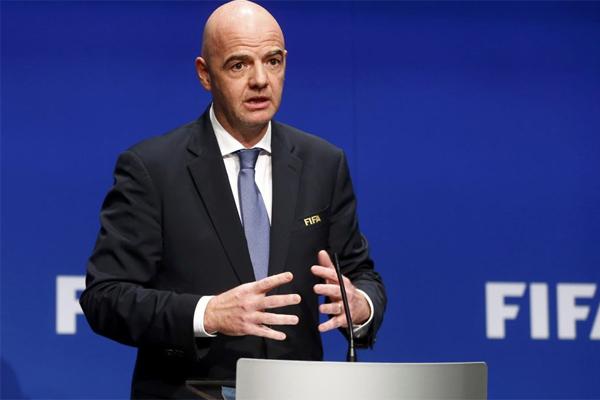 رئيس الاتحاد الدولي لكرة القدم جاني انفانتينو