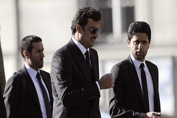 أمير قطر رفقة رئيس نادي باريس سان جرمان الفرنسي