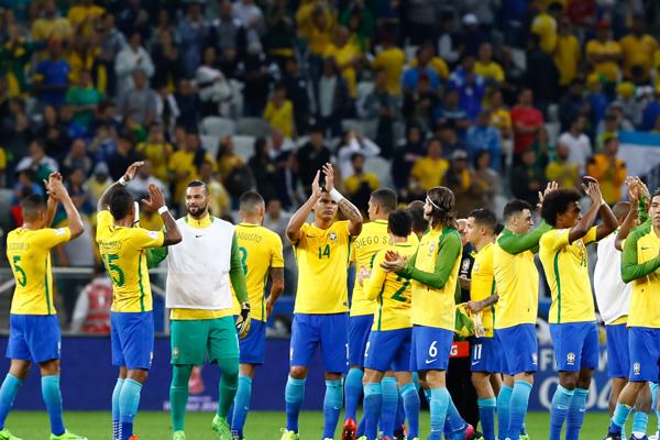 تقدم المنتخب البرازيلي الى المركز الأول على حساب الأرجنتين في تصنيف الاتحاد الدولي لكرة القدم (فيفا)
