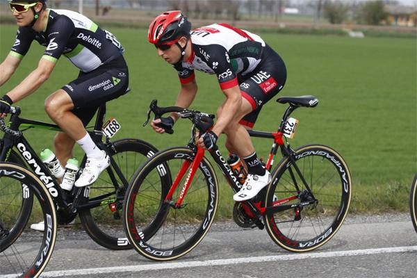 يشارك فريق الإمارات في سباق باريس-روبيه الأسبوع المقبل
