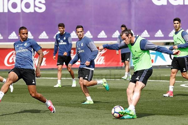 استأنف الجناح الويلزي غاريث بيل التدريبات الجماعية مع فريقه ريال مدريد