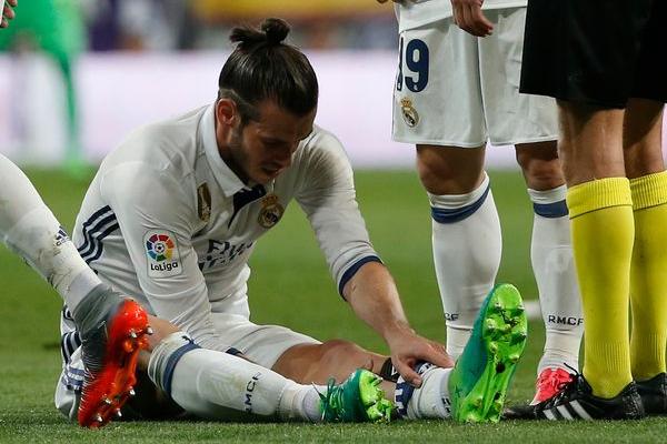 يواجه جناح ريال مدريد الدولي الويلزي غاريث بيل خطر الغياب عن الملاعب حتى نهاية الموسم