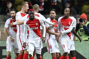 يطمح موناكو المتصدر الى وضع اليد على لقبه الاول منذ 2000