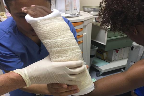 تعرضت الاميركية كندرا هاريسون لكسر في يدها قبل تتويجها بسباق الجمعة في لقاء الدوحة