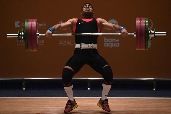 احرز الرباع المصري محمد محمود ذهبية وزن تحت 77 كلغ في رياضة رفع الاثقال