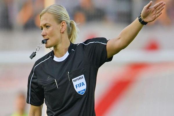 بيبيانا شتينهاوس أول امرأة تقود مباريات في الدوري الالماني