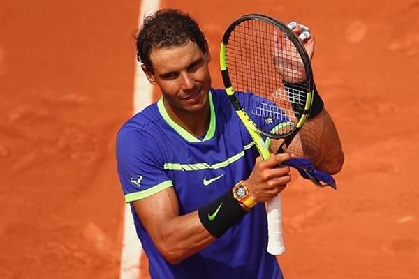 بلغ الاسباني رافايل نادال المصنف رابعا نصف نهائي بطولة فرنسا المفتوحة لكرة المضرب