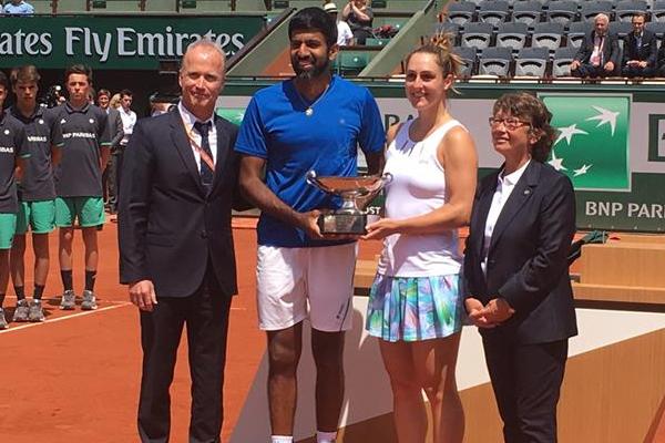 احرز الهندي روحان بوبانا والكندية غابرييلا دابروفسكي الخميس لقب الزوجي المختلط في بطولة فرنسا