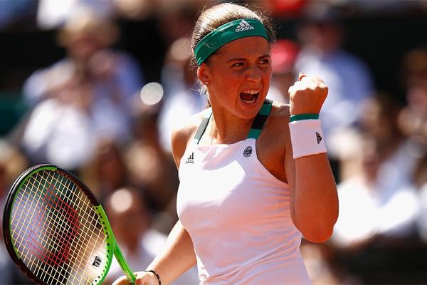 بلغت الناشئة اللاتفية يلينا أوستابنكو المباراة النهائية لبطولة فرنسا المفتوحة لكرة المضرب