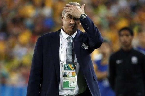 يواجه الالماني اولي شتيليكه مدرب منتخب كوريا الجنوبية لكرة القدم خطر الاقالة من منصبه بعد الخسارة المفاجئة امام قطر