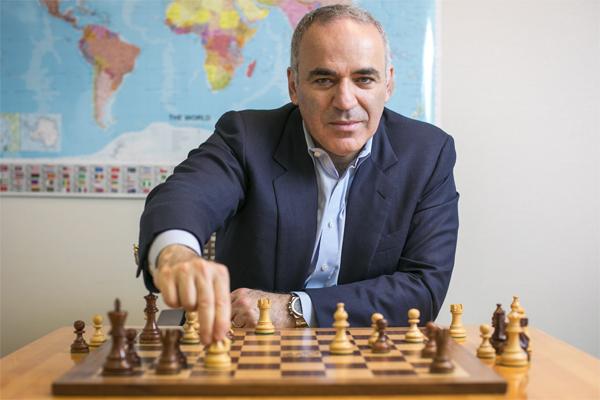 سيعود بطل العالم السابق في الشطرنج الروسي غاري كاسباروف عن اعتزاله اللعب