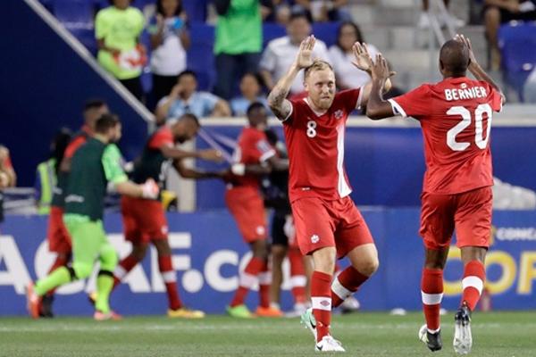 سجل اليافع الفونسو ديفيس هدفين وقاد كندا الى فوز افتتاحي على غويانا الفرنسية 4-2