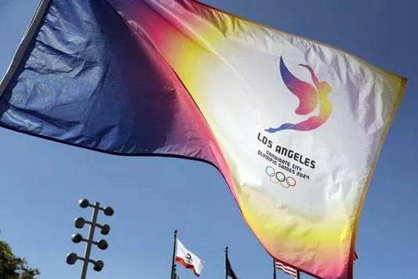 عرضت مدينة لوس أنجليس صباح الثلاثاء ملفها أمام أعضاء اللجنة الأولمبية