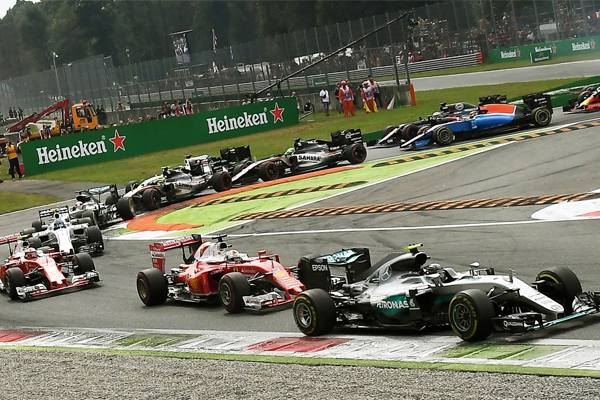 يسعى القيمون على بطولة العالم لسباقات الفورمولا واحد الى الاقتراب من الجمهور بشكل أفضل