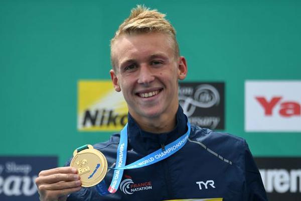 أهدى السباح الفرنسي مارك أنطوان أوليفييه بلاده الذهبية الاولى في بطولة العالم للسباحة 2017