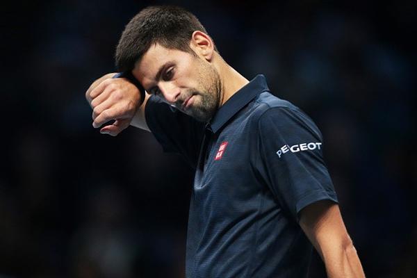 اعلن نجم كرة المضرب الصربي نوفاك ديوكوفيتش الأربعاء انتهاء موسمه بسبب الإصابة التي يعاني منها في مرفقه الأيمن