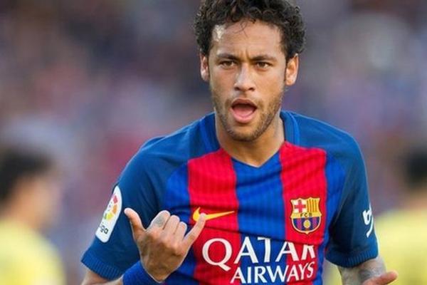 تعاقد برشلونة مع نيمار من سانتوس البرازيلي عام 2013 مقابل 48.6 مليون جنيه استرليني
