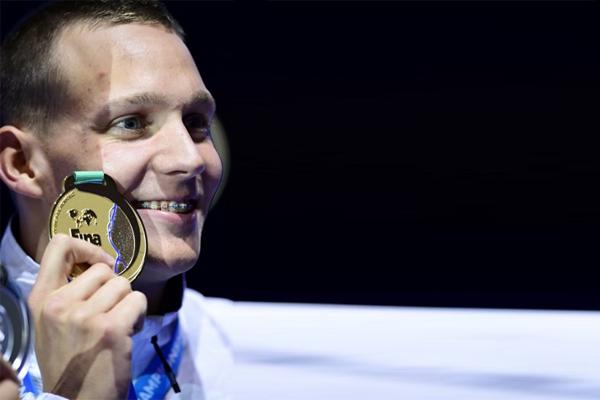أحرز الاميركي الشاب كايليب دريسل ذهبية سباق 100 م حرة