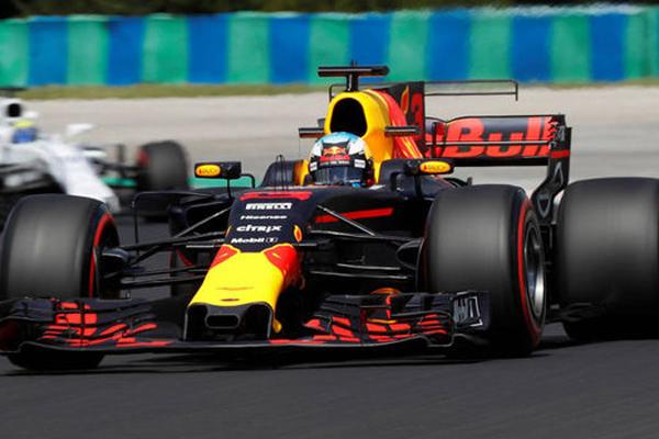 حقق سائق ريد بول الاسترالي دانيال ريكياردو أسرع زمن في جولتي التجارب الحرة في سباق جائزة المجر الكبرى