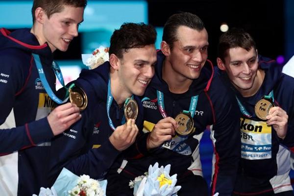 احتفط منتخب بريطانيا للرجال بذهبية سباق التتابع 4 مرات 200 م حرة