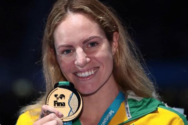 احتفظت الاسترالية ايميلي سيبوهم بلقبها العالمي في سباق 200 م ظهرا عندما احرزت الميدالية الذهبية