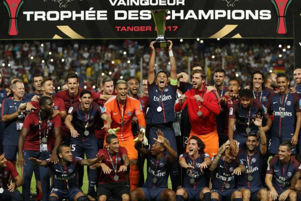 قلب باريس سان جرمان بطل مسابقة كأس فرنسا لكرة القدم الطاولة على موناكو بطل الدوري وتغلب عليه 2-1