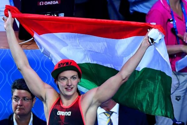 احتفظت المجرية كاتينكا هوسو الاحد بذهبية سباق 400 م متنوعة