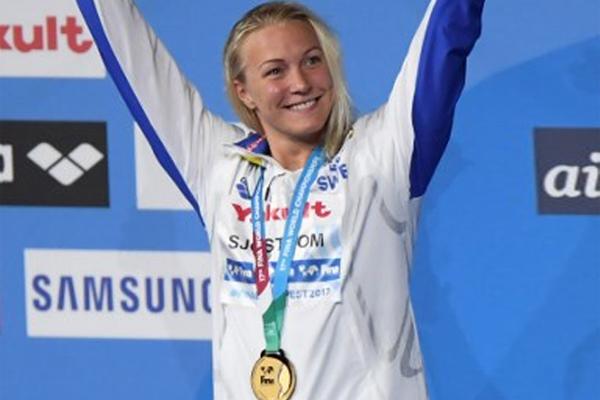 أحرزت السويدية سارة سيوستروم الاحد ذهبية سباق 50 م حرة