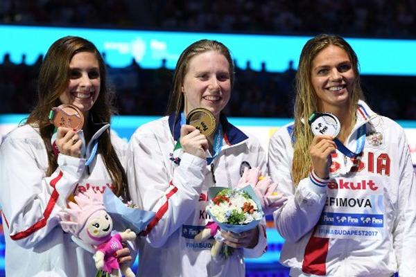 حطمت السباحة الأميركية ليلي كينغ الأحد الرقم القياسي العالمي في 50 م صدرا
