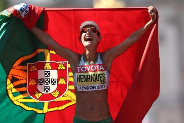 أحرزت البرتغالية اينيس هنريكيس ذهبية النسخة الاولى من سباق 50 كلم مشيا للسيدات
