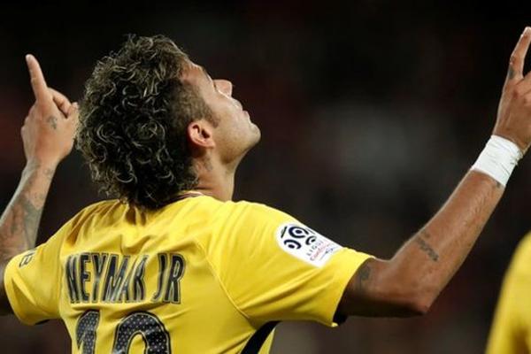 سجل نيمار هدفا وصنع آخر في اول مباراة له مع باريس سان جيرمان