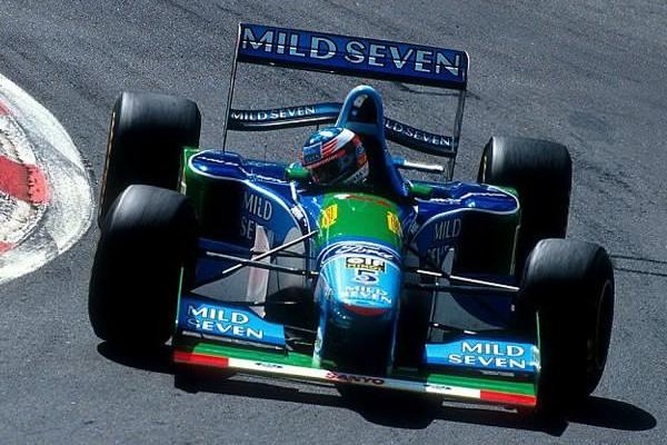نجل شوماخر سيقود سيارة بينيتون على حلبة سبا فرانكورشان قبيل انطلاق السباق يوم الأحد
