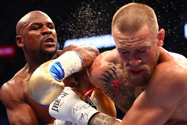 حسم الملاكم الأميركي فلويد مايويذر نزاله ضد بطل الفنون القتالية المختلطة الايرلندي كونور ماكغريغور بالضربة الفنية القاضية