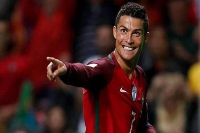 رونالدو بين أفضل 5 هدافين دوليين وتهنئة من بيليه