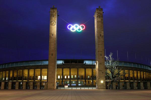 تبنى اعضاء اللجنة الاولمبية في 11 يوليو في لوزان بالاجماع مبدأ منح مزدوج في ليما لاستضافة نسختي 2024 و2028