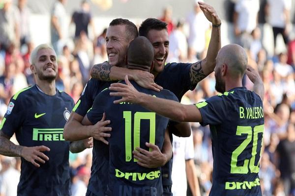 إنتر ميلان يواصل انتصاراته وينفرد بصدارة الدوري الإيطالي