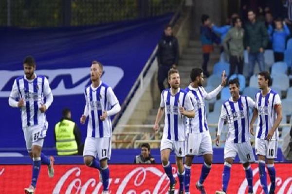 ريال سوسييداد يلحق ببرشلونة إلى صدارة الليغا