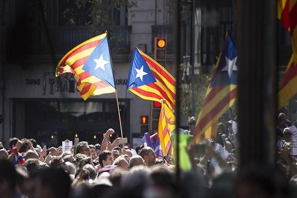 برشلونة يدين أي عمل يعيق