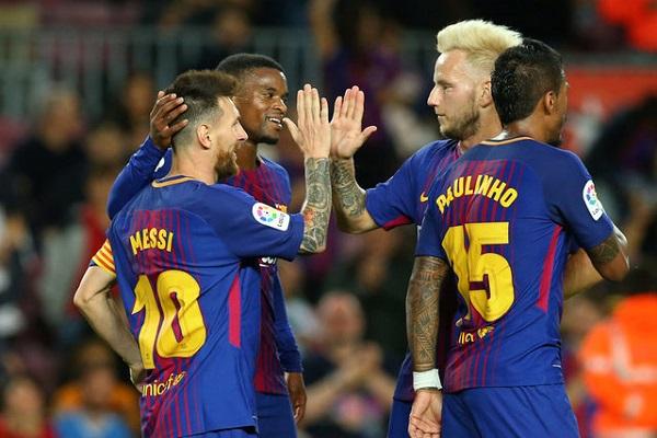ميسي يقود برشلونة لفوز خامس على التوالي بسوبر هاتريك في ايبار