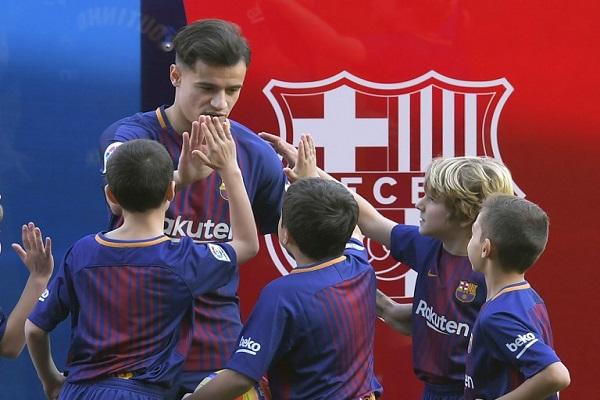 كوتينيو يوقع مع برشلونة وإصابته ترجىء مشاركته لأواخر الشهر الحالي