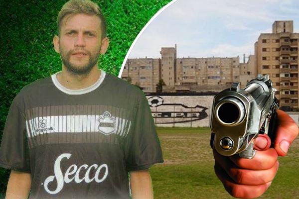 وجه اللاعب سيزار باغاني مسدساً في وجه مدربه مهدداً إياه بالقتل وإلحاق الأذى بالنادي إذا لم يشركه أساسياً في تشكيلة الفريق
