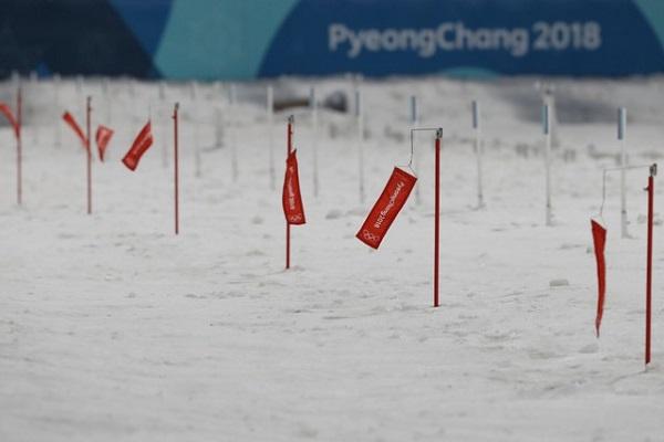 الرياح تفرض تأجيل أكثر من سباق في بيونغ تشانغ