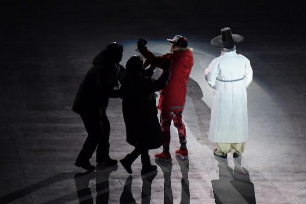 اعتراض متطفل في حفل افتتاح أولمبياد بيونغ تشانغ