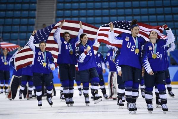 ثأر منتخب الولايات المتحدة في الهوكي على الجليد للسيدات من نظيره الكندي وفاز عليه 3-2